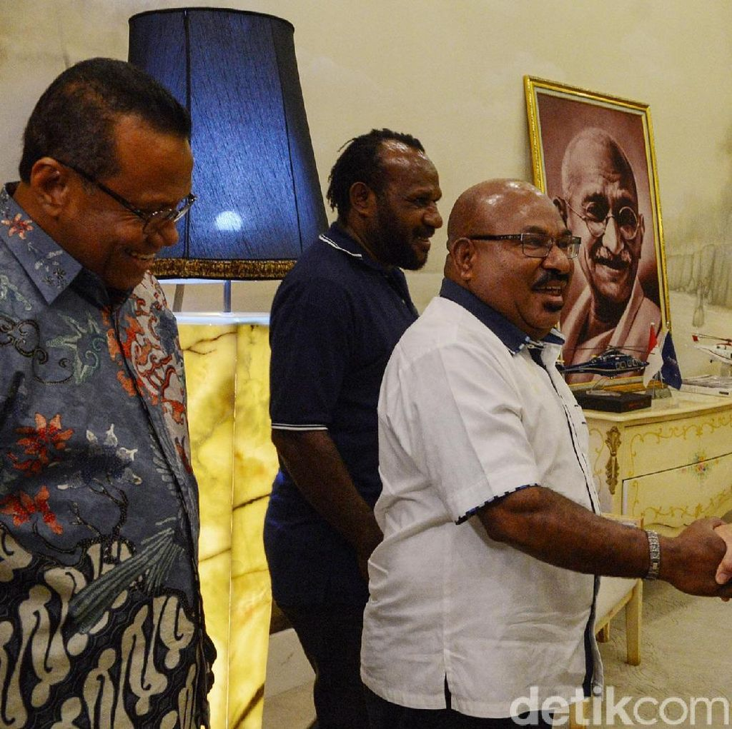 Terkait Pilpres, Gubernur Papua Temui Surya Paloh