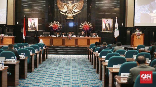 Anies Baswedan dalam Rapat Paripurna DPR DKI Jakarta. (