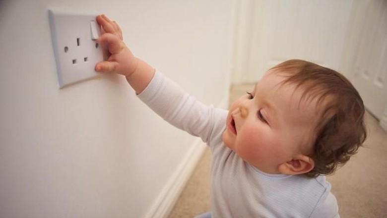 6 Pertolongan Pertama Saat Anak Tersetrum Listrik (Foto: iStock)