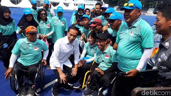 Presiden Jokowi meninjau pelatnas Asian Para Games 2018 pagi ini. (Mercy Raya/detikSport)