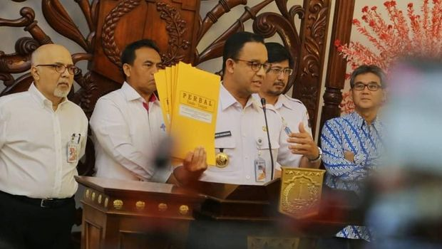 Jumpa pers Gubernur DKI Jakarta Anies Baswedan soal pencabutan izin reklamasi Teluk Jakarta.