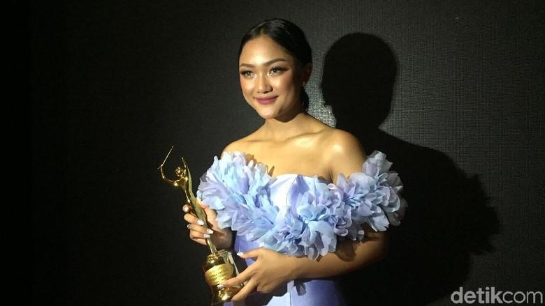 Marion Jola Dedikasikan Piala AMI Awards untuk Warga Kupang Foto: Gabriella Wijaya/ detikHOT