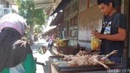 Pedagang di Blitar Curhat Harga Telur dan Daging Ayam Anjlok