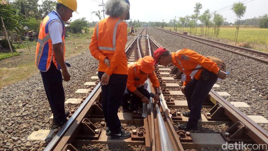 Termasuk Jalur Sibuk, Rel KA Tegal-Pekalongan Dicek Keamanannya