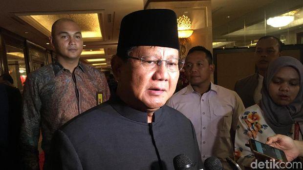 Prabowo Subianto menghadiri perayaan Hari Nasional Republik Rakyat China (RRC) di Hotel Shangri-La, Jakarta, Kamis (27/9/2018)