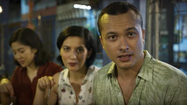 Nicholas Saputra menjadi Edwin dalam 'Aruna & Lidahnya'.