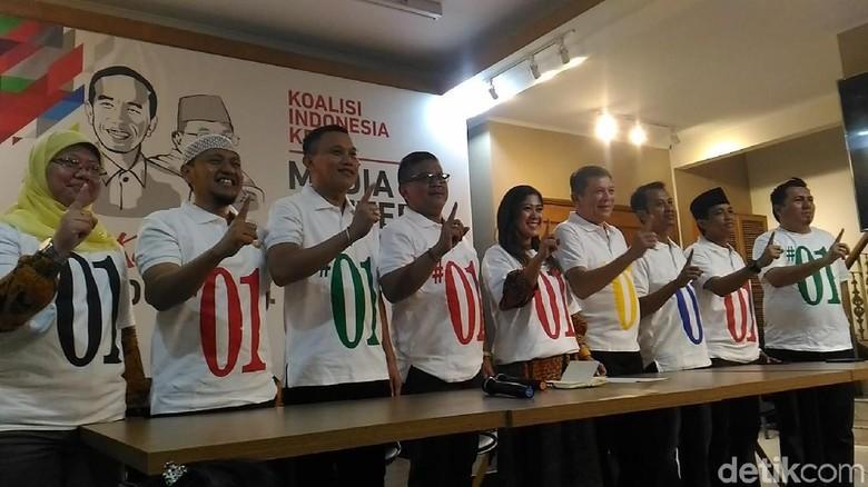 Timses Jokowi Perkenalkan Kaos #01