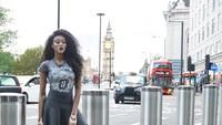 Di London, Winnie berfoto dengan latar Big Ben dan bus Double Decker. (winnieharlow/Instagram)