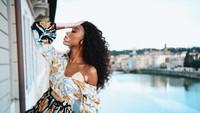 Saat di Kota Florence, Italia, Winnie menghabiskan sore dengan menikmati sunset. (winnieharlow/Instagram)