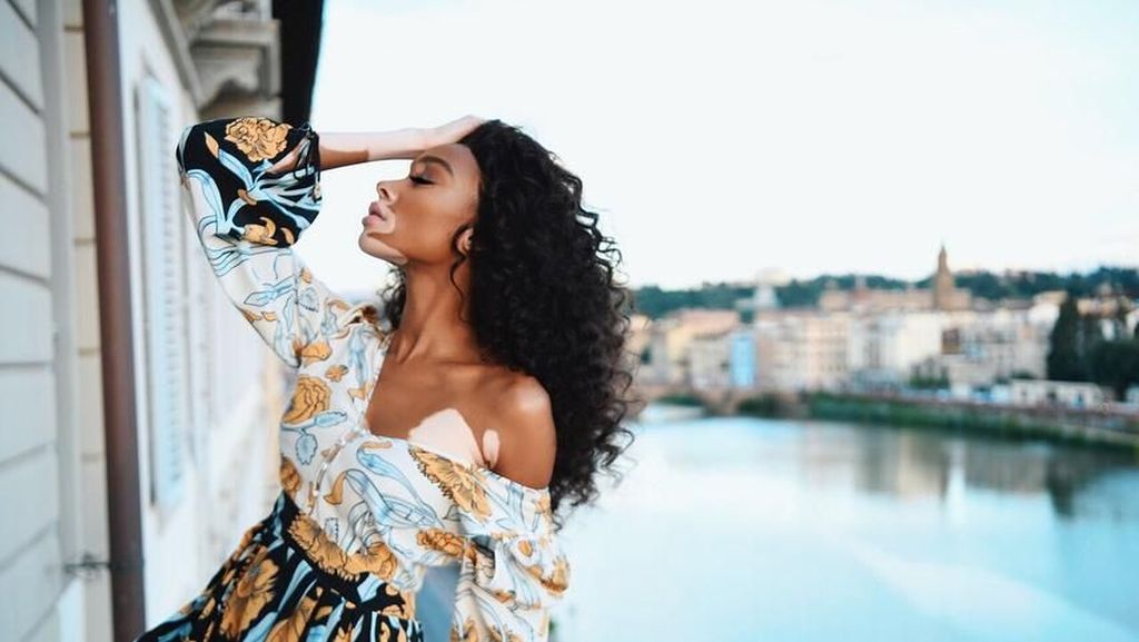 Foto: Liburan Winne Harlow, Model Unik Victorias Secret