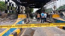 Hangus Terbakar, Gerbang Tol Depan BPK Digaris Polisi