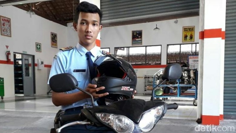 Robber Prevention Helmet  by Students of SMKN 1 Purworejo
