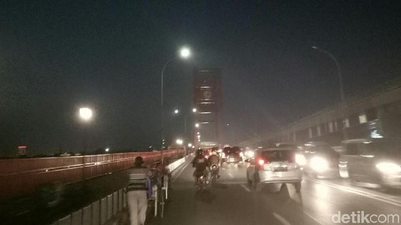 Jembatan Ampera Gelap Gara-gara Listrik Diputus karena Tunggakan