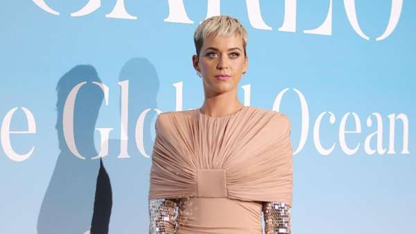 Love is in the Air! Katy Perry Akui Bertunangan dengan Orlando Bloom
