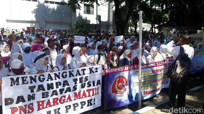 700 perwakilan guru honorer demo Pemkab Bojonegoro