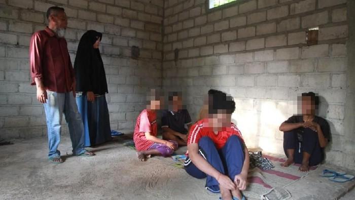 Para pasien ODGJ yang dirawat di Desa Paringan. Foto: Charolin Pebrianti