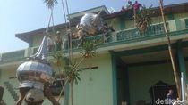 Lantunan Selawat Iringi Pembongkaran Masjid di Tengah Tol Semarang