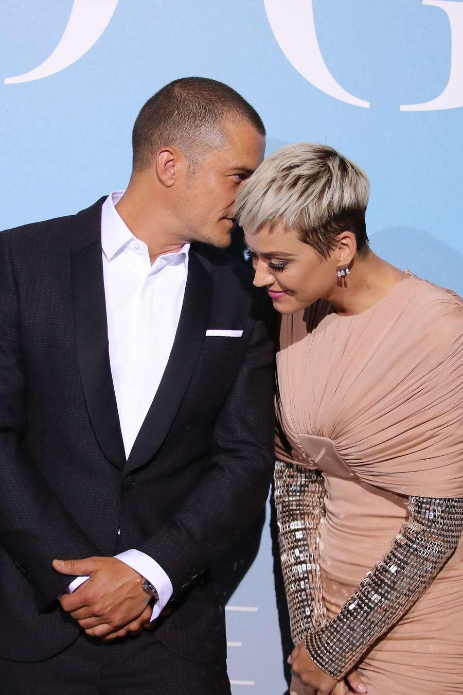 Love is in the Air! Katy Perry Akui Bertunangan dengan Orlando Bloom