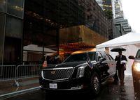 Mobil Presiden Amerika Serikat Donald Trump berkelir hitam.