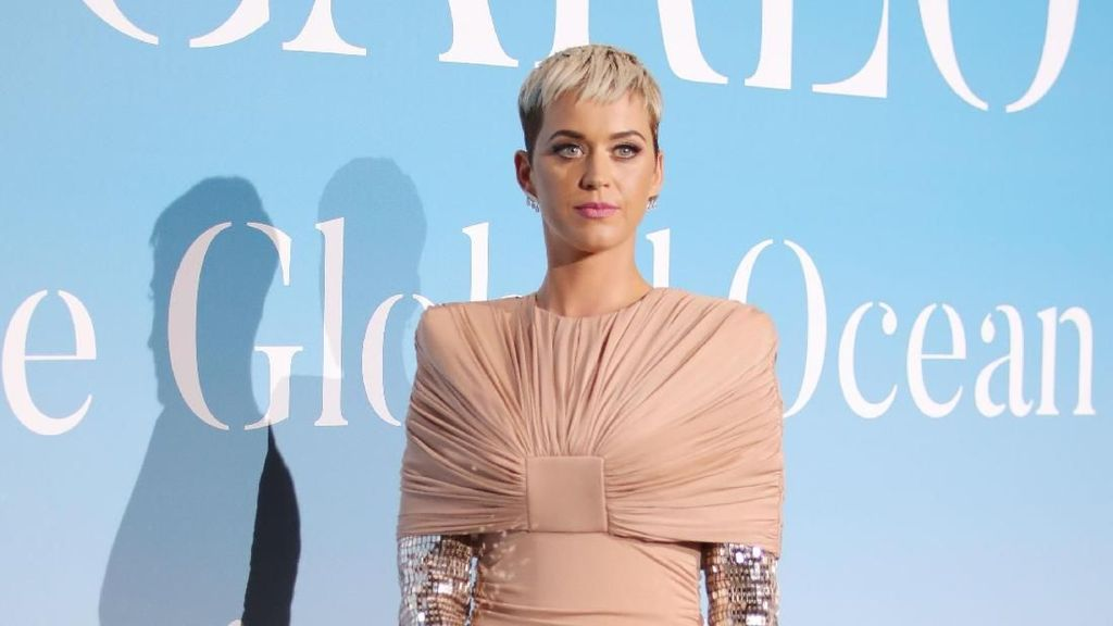Katy Perry Dituntut Rp 2,1 M Setelah Posting Foto Bergaya Ala Hillary Clinton