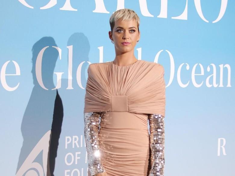 Rumor Kolaborasi dengan Taylor Swift, Katy Perry Lempar Kode Senyuman