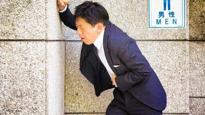 Faktor psikologis jadi pengaruh susah BAB saat bepergian. (Foto: iStock)