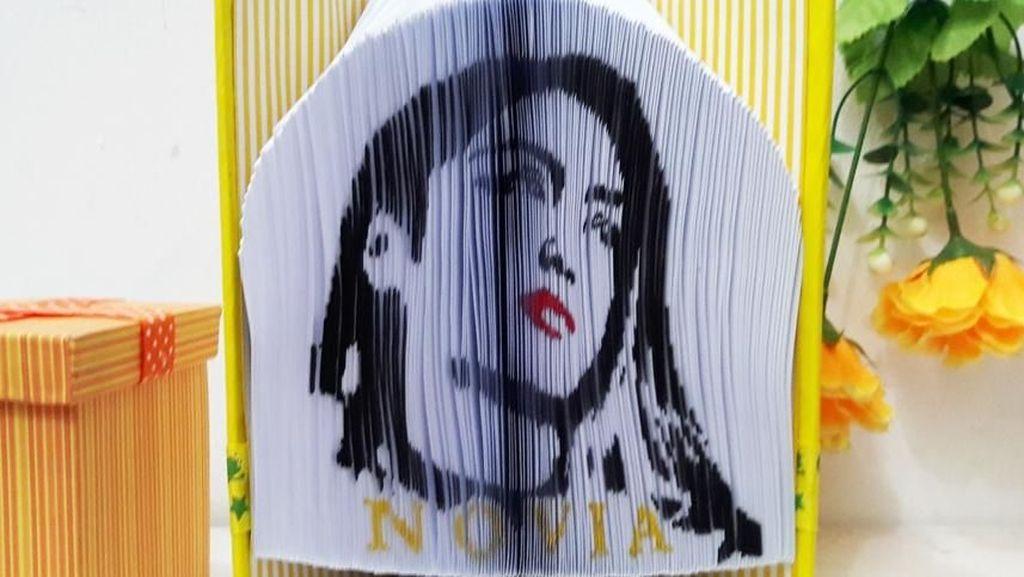 Dari Lukisan Kertas, Anak Muda Ini Raup Omzet Puluhan Juta