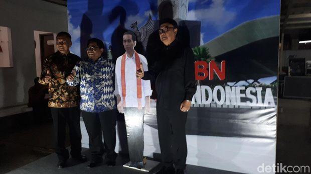 Tjahjo Nonton Pagelaran Wayang di Kantor BNPP