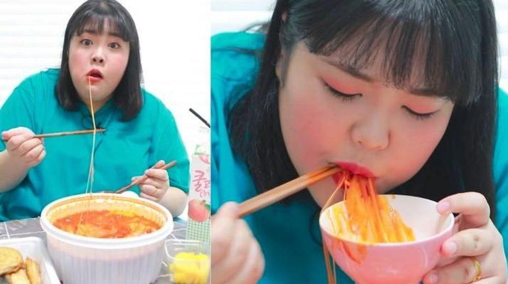 Wanita Ini Jadi Viral Berkat Mukbang Sambil Perdengarkan Suara Makannya