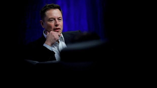 FILE PHOTO: Tesla Motors CEO Elon Musk speaks during the National Governors Association Summer Meeting in Providence, Rhode Island, U.S., July 15, 2017. REUTERS/Brian Snyder/File Photo