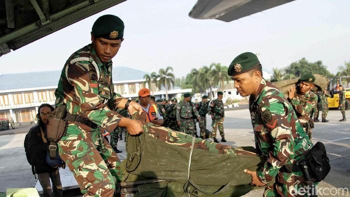 Tim kesehatan TNI berangkat ke Palu. Foto: Pradita Utama