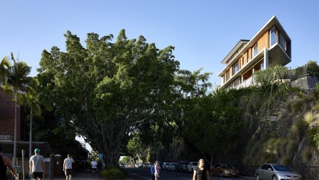 Rawan Longsor, Rumah Mewah Ini Dibangun di Puncak Tebing
