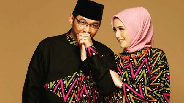 Pasha Ungu dan istri.
