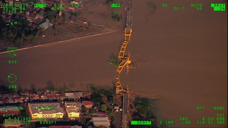 Penampakan Dampak Gempa dan Tsunami dari Ketinggian