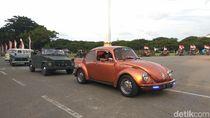 Mobil VW Jadul Ramaikan Pawai Merah Putih Sabang-Merauke
