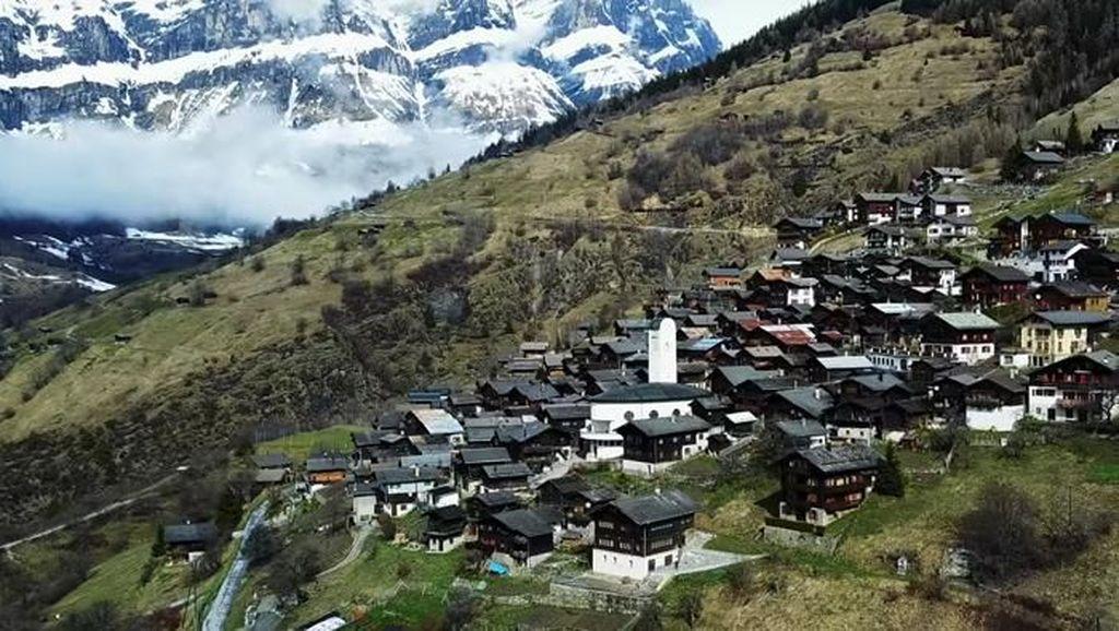 Pindah ke Desa di Pegunungan Ini Dibayar Rp 1 M, Minat?
