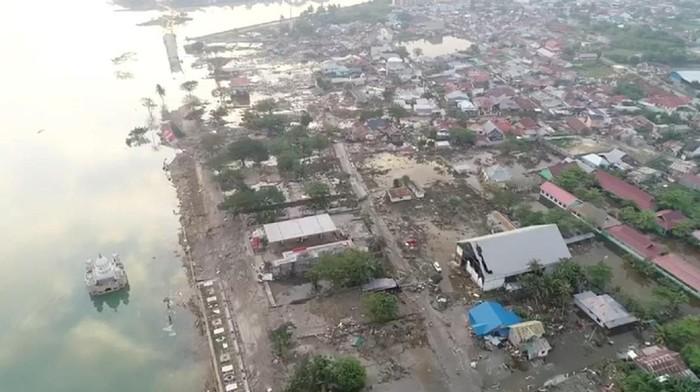 Kerusakan di Palu akibat gempa, difoto dari drone (Foto: DRONE PILOT TEZAR KODONGAN/via REUTERS)