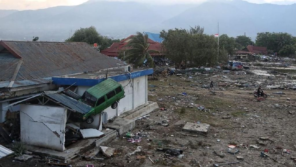 Korban Jiwa Gempa Palu Dimakamkan Secara Massal