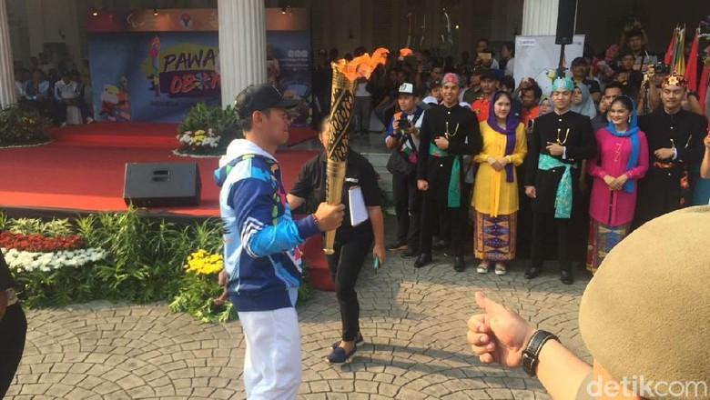 Disambut Kesenian Betawi, Obor Asian Para Games Tiba di Balai Kota