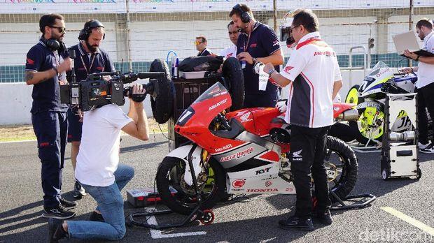 FIM CEV Moto2 dan Moto3 berlangsung di Circuito de Jerez, Spanyol, Minggu (30/9/2018). Dua pebalap Indonesia Dimas Ekky-Gerry Salim unjuk gigi disana.