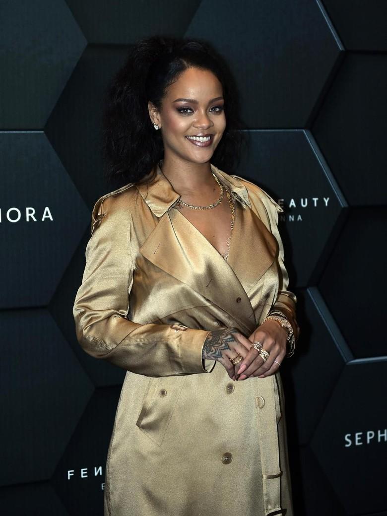 Ini Sepenggal Lagu Baru Rihanna, Sudah Dengar?