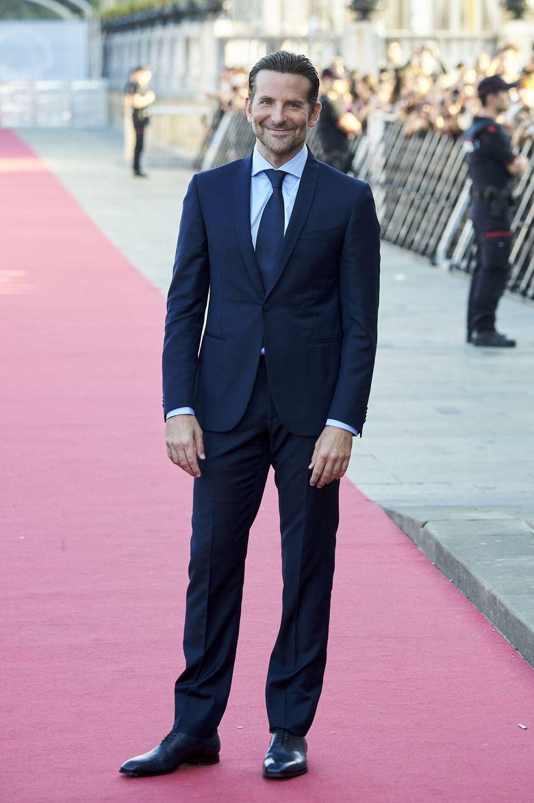 Bradley Cooper menghadirkan premiere film terbarunya A Star is Born yang beradu akting dengan Lady Gaga. Foto: Getty Images