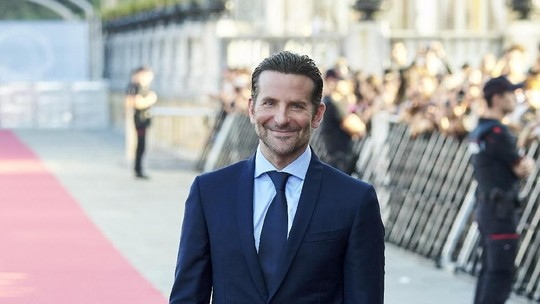 Siang-siang Gini, Lihat Senyuman Bradley Cooper Bikin Meleleh