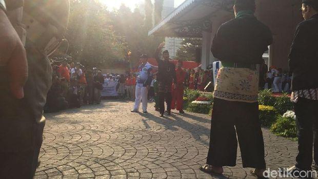 Kesenian Betawi menyambut obor Asian Para Games 2018.