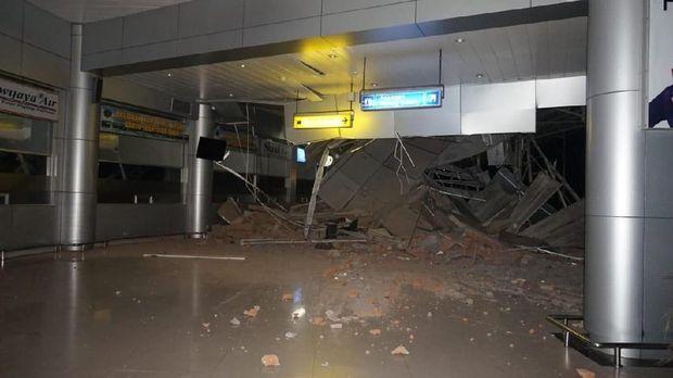 Kondisi Bandara Sis Al Jufri usai diguncang gempa.