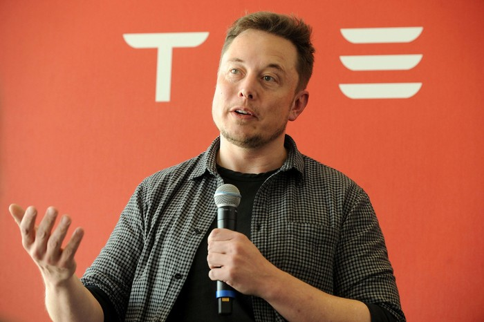 FILE PHOTO: Tesla Chief Executive Office Elon Musk speaks at his companys factory in Fremont, California, U.S., June 22, 2012.   REUTERS/Noah Berger/File Photo