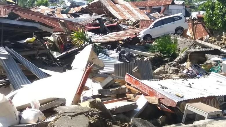 Saat Kunjungan, Mendagri Belikan Korban Gempa Barang di Minimarket