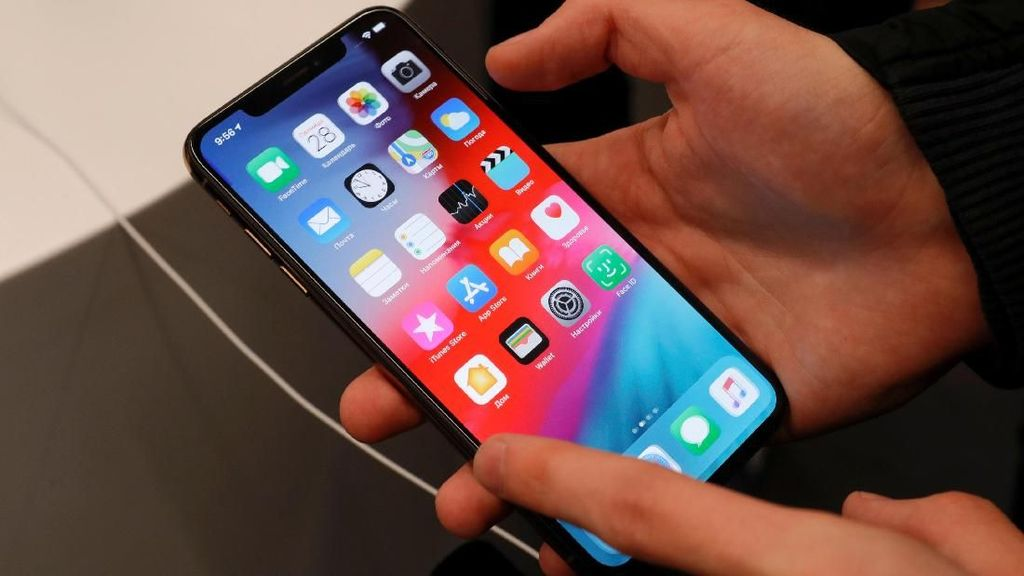 Apple Mau Pindahkan Produksi iPhone ke Luar China?