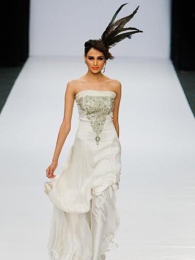 Mehreen Syed, model cantik asal Pakistan yang sedaang hamil, jatuh saat fashion show. Foto: Daniel Berehulak/Getty Images