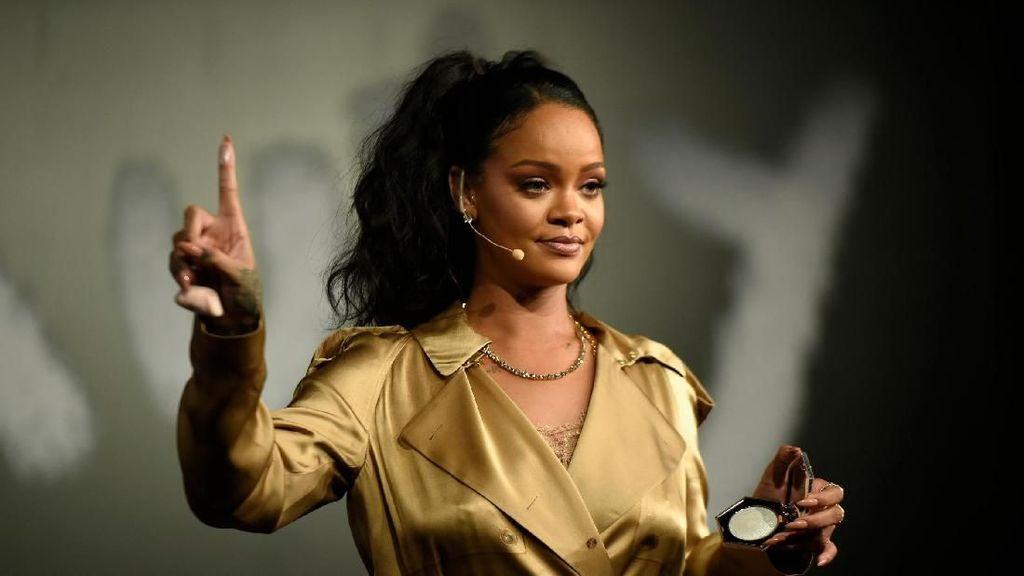 Jarang Terjadi, Rihanna Bawa Pacarnya Miliuner Arab Kencan di Tempat Publik